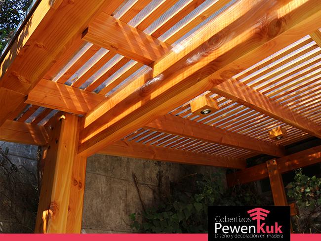 Cobertizos de madera para estacionamientos o jard n for Cobertizos de madera segunda mano